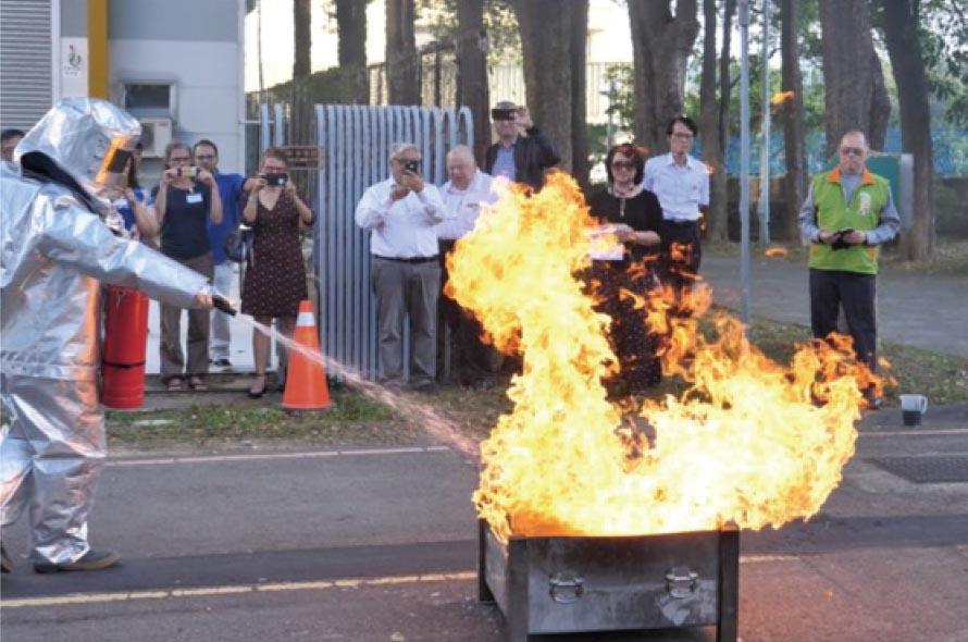 Win Time在台灣NoAW年會上展示了植物的滅火功效。